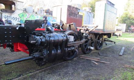 Le châssis de la 130 T Decauville retrouve ses roues.